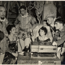 "Scene from the production, ""El juez de los divorcios"""