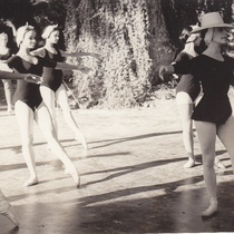 Alicia Alonso, Mirta Plá, Sonia Calero in a dance class at the Academia Alicia Alonso
