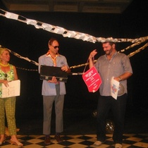 "Mariela Brito (Chela), Eduardo Martínez ( ), Omar Valiño in the performance, ""Asalto a la Revista Tablas"""