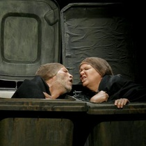"Photograph of José Luis Hidalgo (Nagg) and Deysi Sánchez (Neill) in the production, ""Final de Partida"""