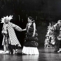 Photographs of the theatrical production, Alas de primavera (black and white)