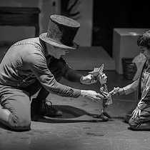 Photographs of the theatrical production, Pequeño