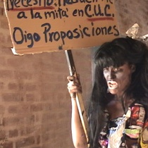 "Photograph of the performance, ""Cubita luchando la firmeza"""