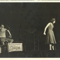 "Photograph of Ada Nocetti and Vicente Revuelta in the producion ""La noche de los asesinos"""