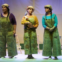 "Photographs of the theatrical production, ""El gato de tres colores"""