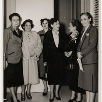 Photograph of María Zambrano, Isabel Fernández and others at the Lyceum Lawn and Tennis Club