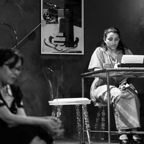"Photographs of a rehearsal for the production, ""Un mundo de cristal!"