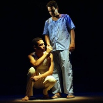 "Photograph of Alexander Díaz (Biff) and Gilberto Ramos (Harold) in the production, ""La muerte de un viajante"""