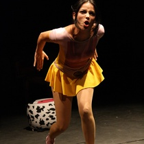 "Alegnis Castillo in the production, ""Perros que jamás ladraron"""