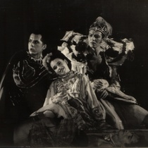 "Photograph of Déxter Cápiro in the production, ""El público"""