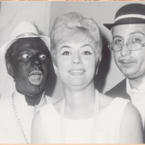 Néstor Cabell in blackface and actors in Cuban vernacular show