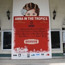 Poster for the production, Ana en el trópico