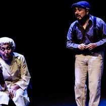 Photographs of the theatrical production, Perdidos en el espaZio