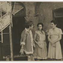"Photograph of the TV production, ""Voy abajo"""