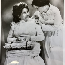 Photograph of the production, Doña Rosita la soltera