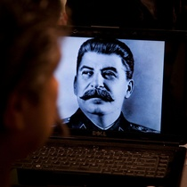 Stalin's Birth / Nacimiento de Stalin