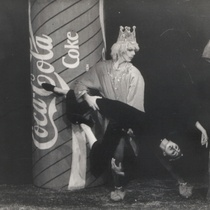 "Photograph of Déxter Cápiro in the production, ""Fábula del insomnio"""