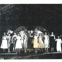 "Photograph of the production ""Mujeres"""