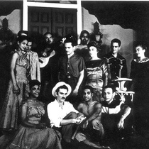 Photograph of Francisco Morín with the cast of Electra Garrigó