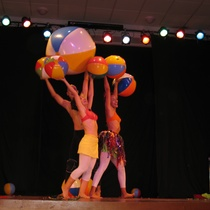 "Photograph of the production, ""Un elefante ocupa mucho espacio"""