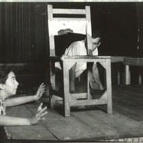 "Photograph of Flora Lauten and Vicente Revuelta in a rehearsal of the production ""La noche de los asesinos"""