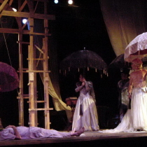 Photograph of the theatrical production, Parece blanca