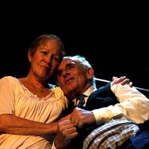 "Photograph of Pancho García (Willy Loman) and Miriam Learra (Linda) in the production, ""La muerte de un viajante"""
