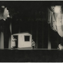 Photograph of the theatrical production, El mago de Oz (The Wizard of Oz)