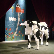 Photograph of the theatrical production, Vacas