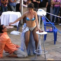 "Photograph of the performance, ""Hasta aquí Felina"""
